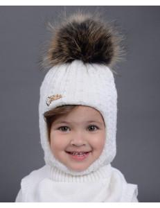 Шапка-шлем для девочек белого цвета с жемчугом КАССАНДРА